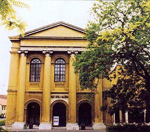 Nagy-gyula-galeria-volt-zsinagoga-Varpalota