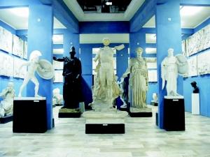 Kuny-domokos-megyei-muzeum-gorog-romai-szobormasolatok-kiallitasa-Tata