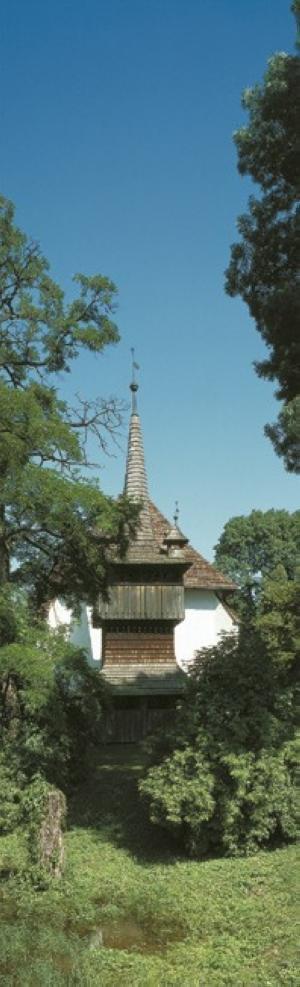 Reformatus-templom-es-haranglab-nagyszekeres-Nagyszekeres